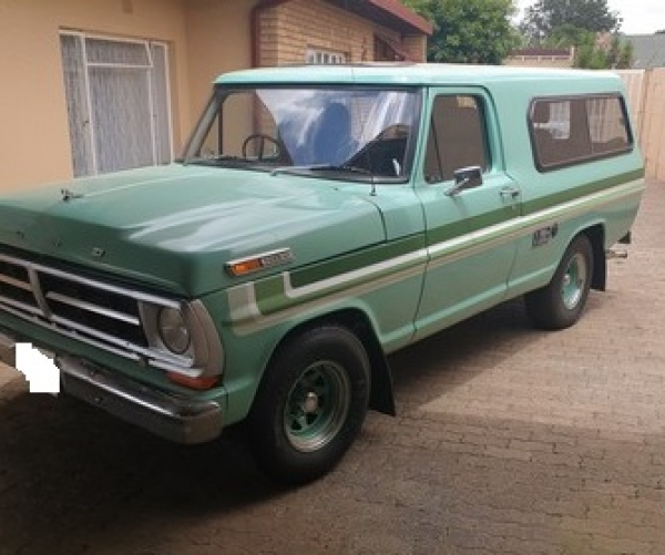 Ford F100 Station Wagon with 351 V8